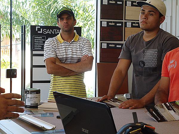 Treinamento para assentamento de rodapés Santa LuziaNavegue pelas imagens: Treinamento para assentamento de rodapés Santa Luzia